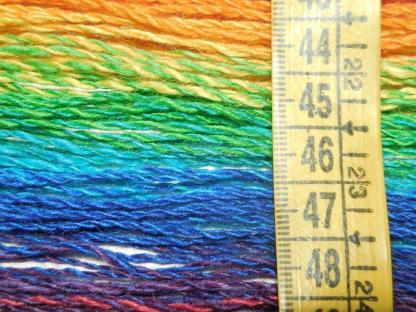 Handspun yarn - Reflected rainbow5 - DSCN3389-1-c