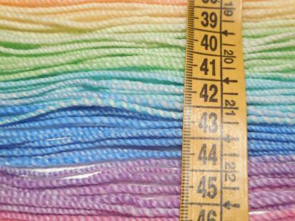 Handspun yarn - Pale Rainbow5 - DSCN3607-1-c